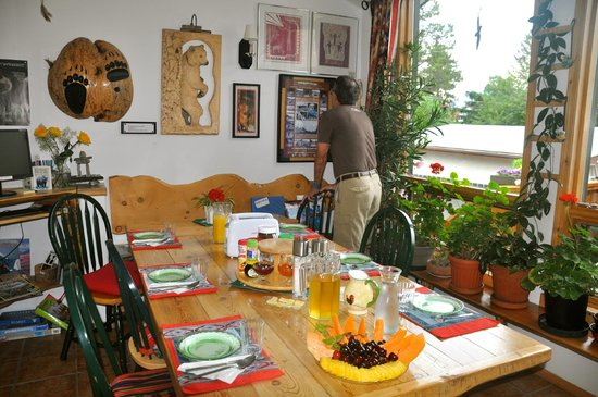 Stella Alpina B&B: There is always a fresh, delicious and extraordinary breakfast each morning!