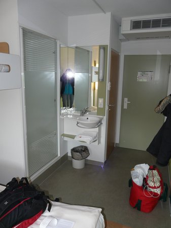 Ibis Budget Flensburg City: shower cabin to the left, zink