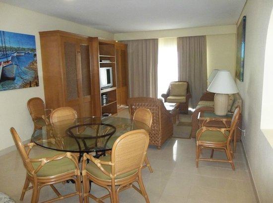 The Villas at Simpson Bay Resort & Marina: Unit 403A - Dining/Living Room