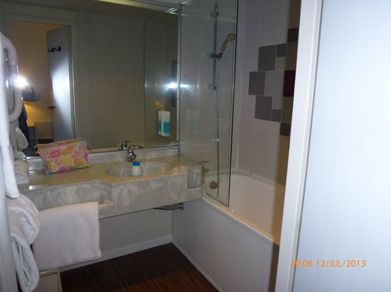 Hotel Quorum: bathroom