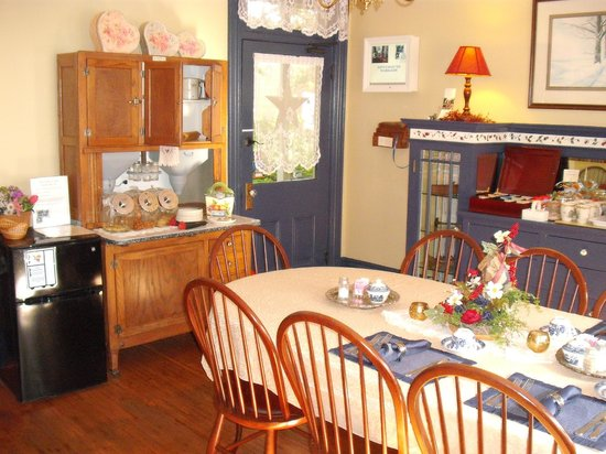 Alden House Bed and Breakfast: Dining Room