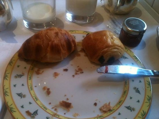 Hotel Le Grimaldi by HappyCulture: Breakfast of Pan Chocolate and Croissant