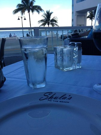 Shula's on the Beach : Outdoor seating