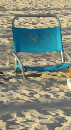 Aqua Palms Waikiki: Free use of beach chairs.  Another way to save $$!
