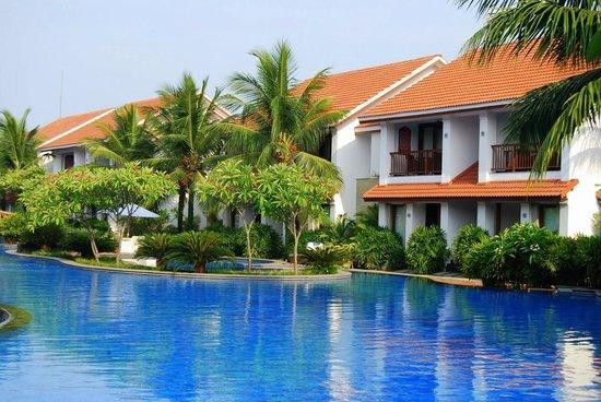 Radisson BLU Resort Temple Bay Mamallapuram: Infinity Pool