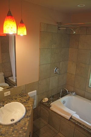 Sea Star Beach Retreat: Loft Shower