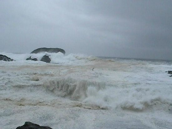 Sea Star Beach Retreat: Chestermans Beach (winter storms)