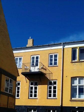 Jantzens Hotel: Facade towards the street