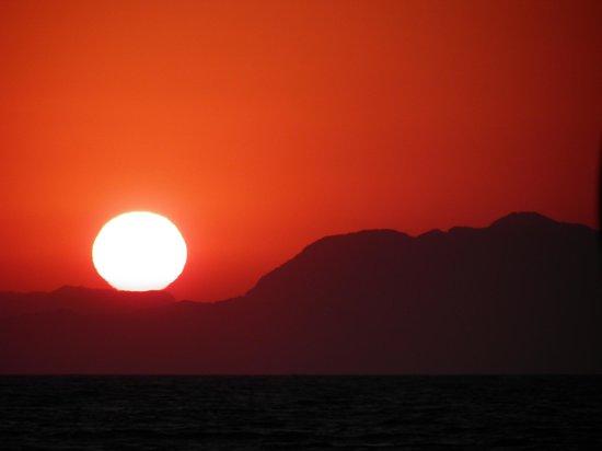 Ialyssos Bay Hotel Suneo Club: Sunset from the beach at Ialyssos bay hotel