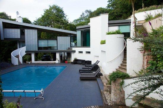Kaywana Hall: The pool