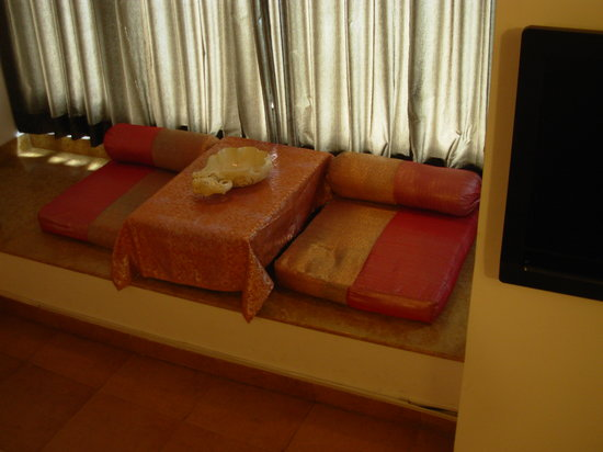 Hotel Natural Lake View: Super Deluxe room Lake view Bay Area with Traditional low sitting Arrangements