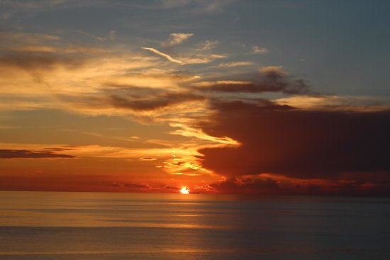 Sea Winds of Marco: One of the 5 sunsets from the balcony!