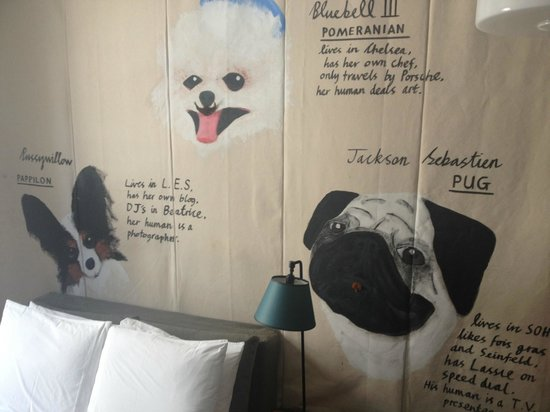 Ace Hotel New York: Très hipster: Our room art was a tapestry featuring three very unique dogs.