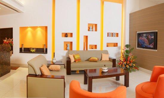 Altamira Village Hotel & Suites: Front Desk