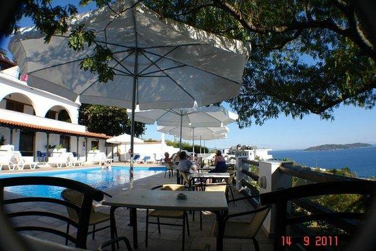 Villa Apollon Skiathos: POOL BAR VIEWS