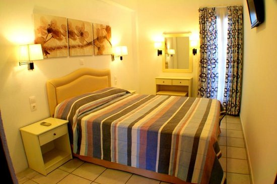 Villa Apollon Skiathos : TWO BEDROOM APARTMENT (MASTER BEDROOM)