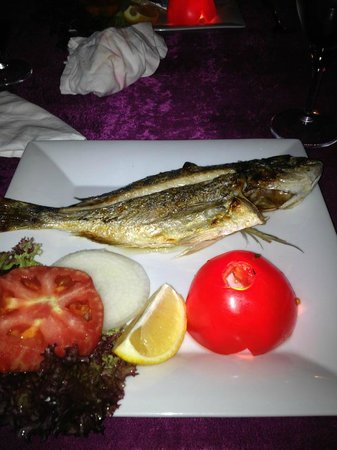 Manzara Restaurant: Sea Bream, grilled to perfection.  Served with Creamy Garlic and Dill Potatoes