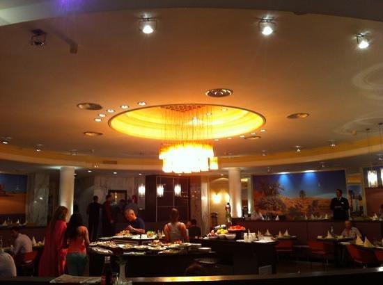 Mercure Alger Aeroport: restaurant El Beidia.