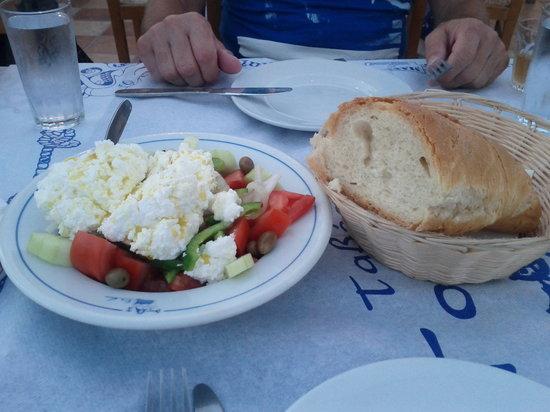 Gorgona Restaurant : Greek salad with Naxos cheese