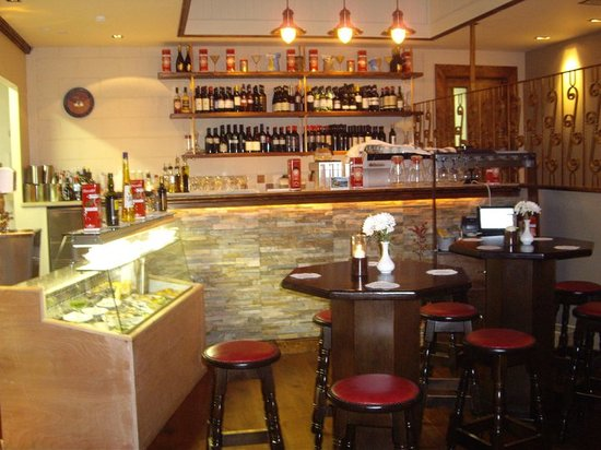 Opera Steakhouse and Pizzaria: The Bar