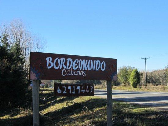 Bordemundo B&B y Cabanas: The turn off sign for Bordemundo.