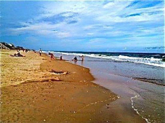Island Inn: Beach at Topsail