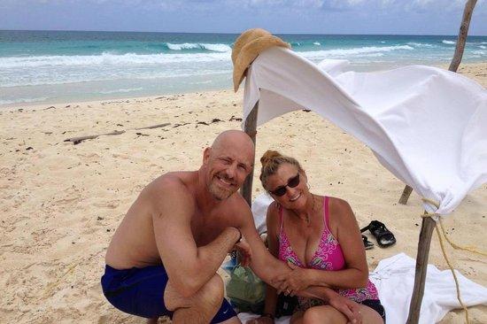 Cozumel Palace: Made our own shade near Bonita Beach, Cozumel