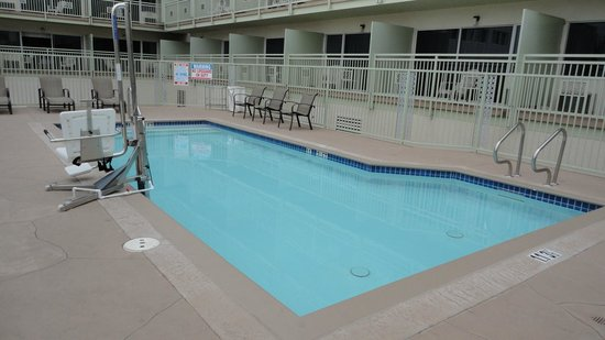 Holiday Inn Express San Diego Downtown: swimming pool