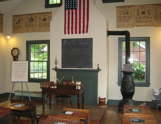 Historic Roscoe Village: Schoolroom in Roscoe Village