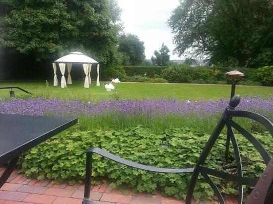 Romantik Hotel Kieler Kaufmann: lovely garden