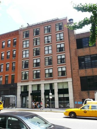 Hampton Inn Manhattan-Seaport-Financial District: hotel from the outside