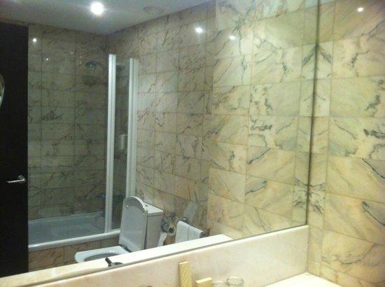 Grupotel Gravina : Bathroom