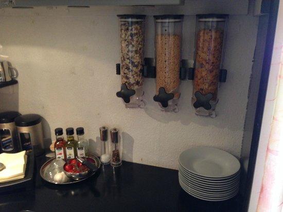 Oaklands House: The breakfast buffet