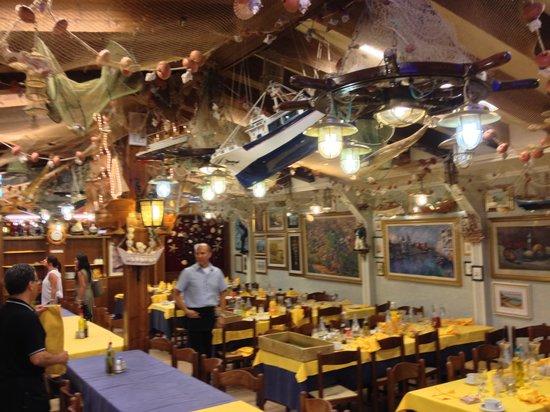 Trattoria Raspo de Ua: 3 large rooms to dine in