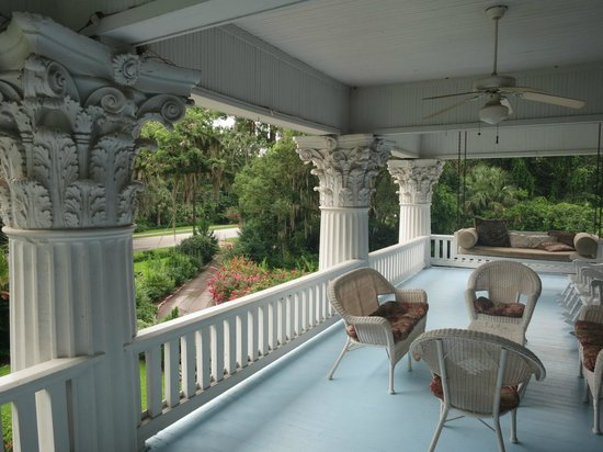 Herlong Mansion Bed and Breakfast Inn: balcony