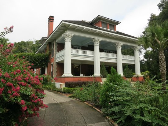 Herlong Mansion Bed and Breakfast Inn: front