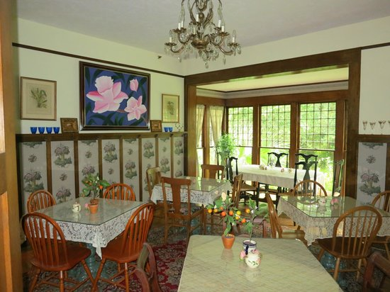 Herlong Mansion Bed and Breakfast Inn: dining room