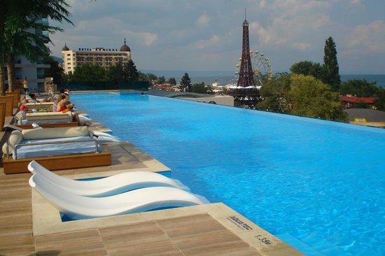 INTERNATIONAL Hotel Casino & Tower Suites: Pool
