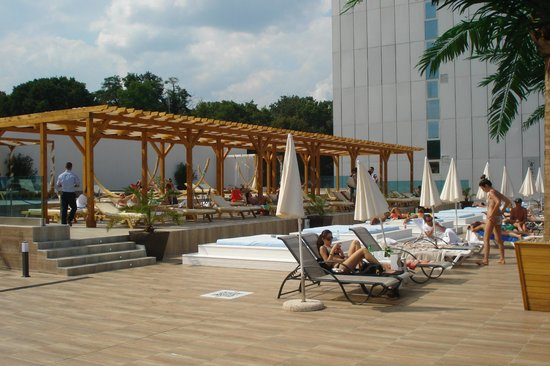 INTERNATIONAL Hotel Casino & Tower Suites: Pool Area