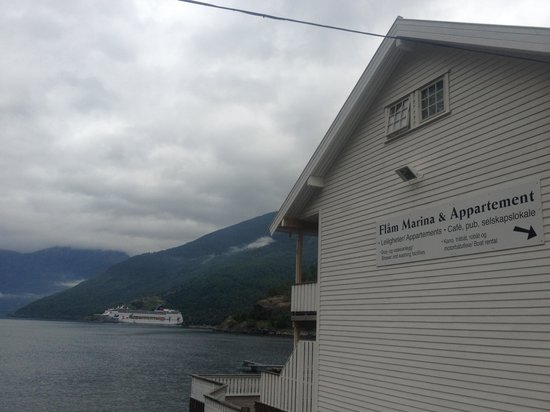 Flam Marina and Appartement Cafe: getlstd_property_photo