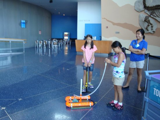 Maryland Science Center: Kids shooting rockets