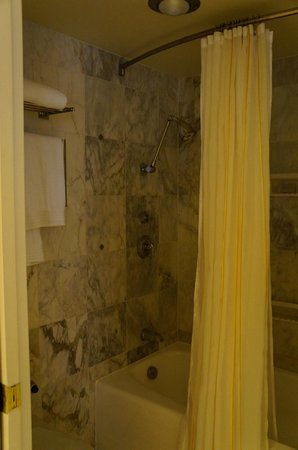 Stanford Court San Francisco: bathroom big enough
