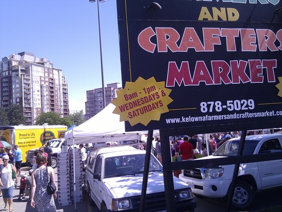 Kelowna Farmers' and Crafters' Market: The entrance to the market