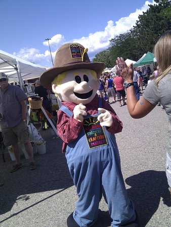 Kelowna Farmers' and Crafters' Market: mascote