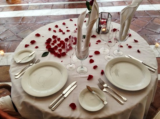 Casa Velas : Table setting for our special romantic dinner.