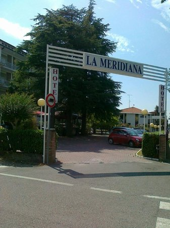 La Meridiana: in front of hotel