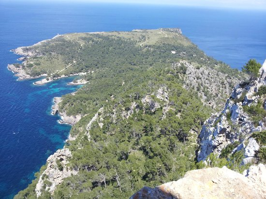 Cooltra: left side of 'Badia de Pollenca' nice day trip with one hour of walking
