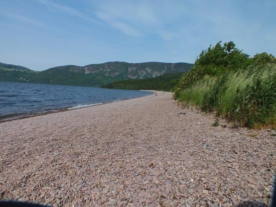 Loch Ness Inn: Loch Ness beach