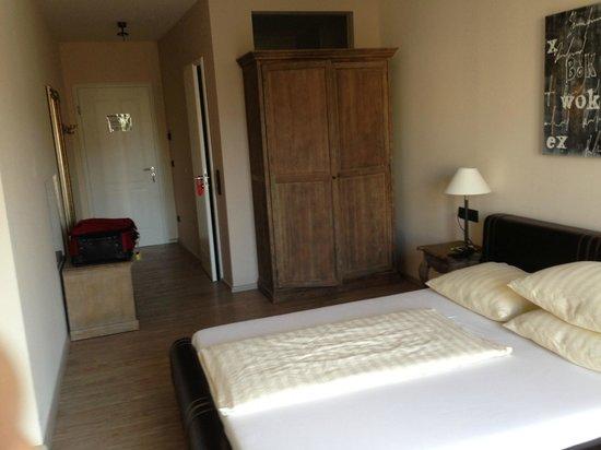 Hotel Villa Toskana: View of room from doorwall
