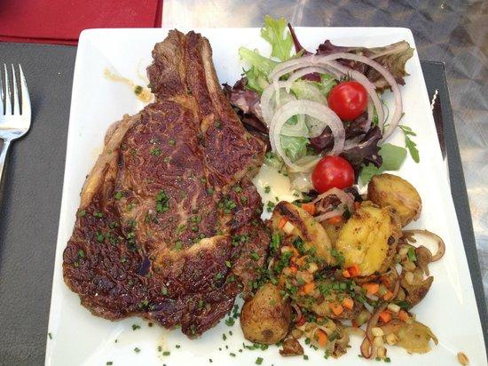 Les 5 Sens: Une belle pièce de viande avec de bons petits légumes